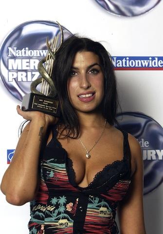 """Amy Winehouse nella sala stampa del """"Nationwide Mercury Music Prize"""" a the Grosvenor House, Londra, 7 settembre 2004"""