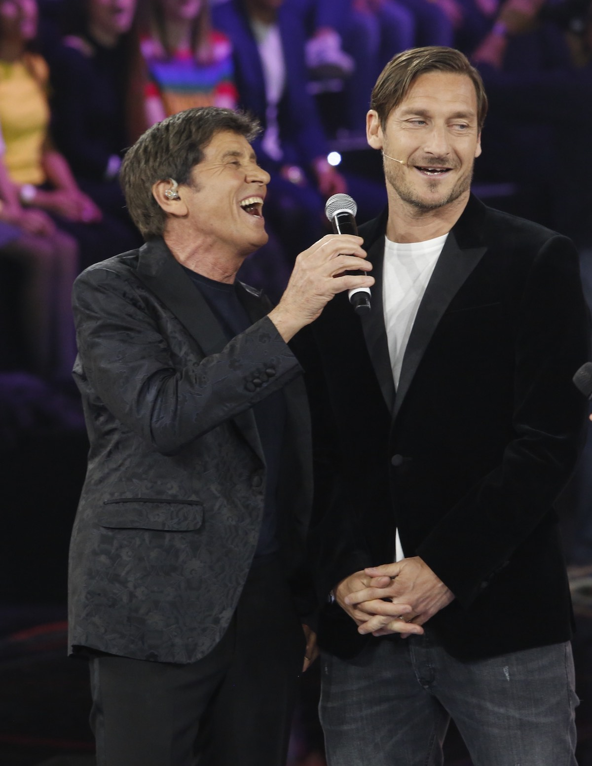 Gianni Morandi e Francesco Totti durante la seconda puntata di Amici 17