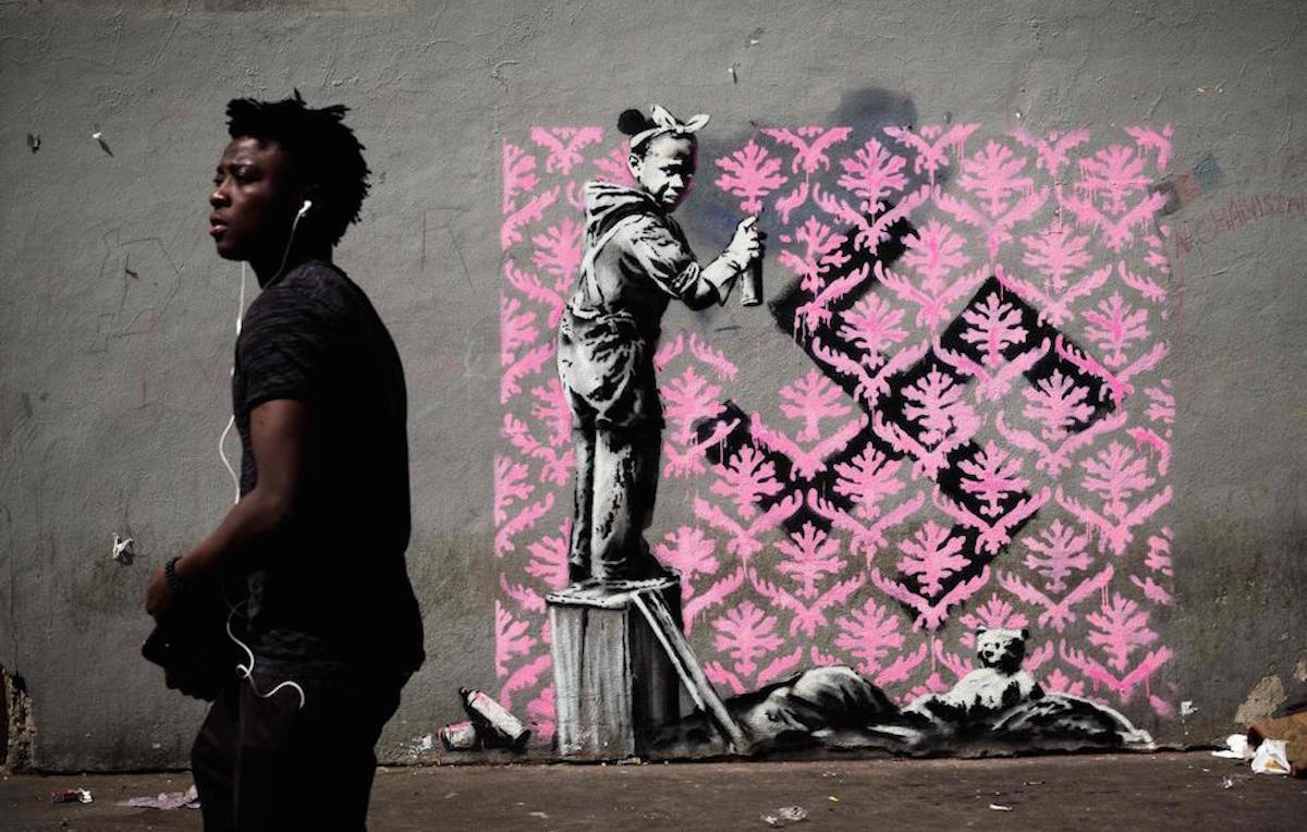 Un murale attribuito a Banksy