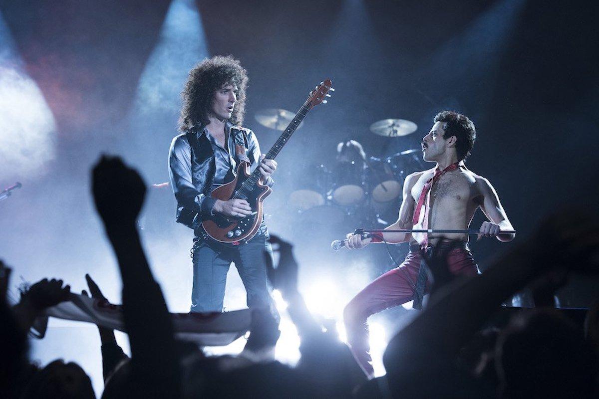 Rami Malek (Freddie Mercury) e Gwilym Lee (Brian May) in 'Bohemian Rhapsody'. Photo Credit: Alex Bailey