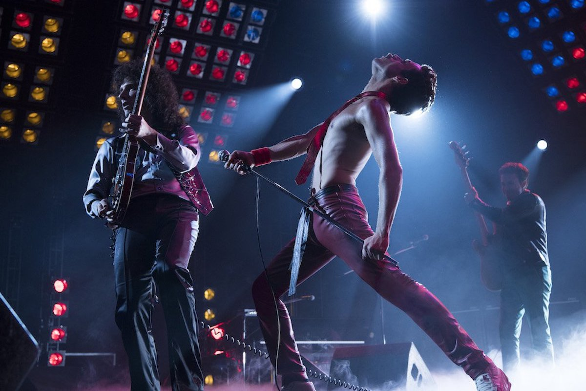 Gwilym Lee (Brian May), Rami Malek (Freddie Mercury), e Joe Mazzello (John Deacon) in 'Bohemian Rhapsody'. Photo Credit: Courtesy Twentieth Century Fox.