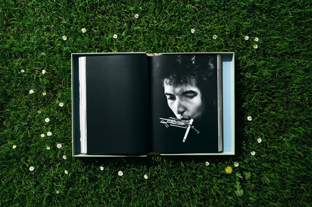 "<a href=""http://www.libri.it/bob-dylan-a-year-and-a-day?search=dylan"" target=""_blank"">Foto © Daniel Kramer/courtesy of TASCHEN</a>"