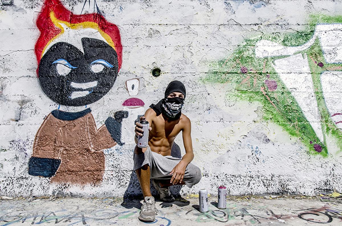"""Un giovane writer fotografato durante il block party """"Back to the style"""" che si tiene ogni anno a Settembre a Bagnoli (Na)"""