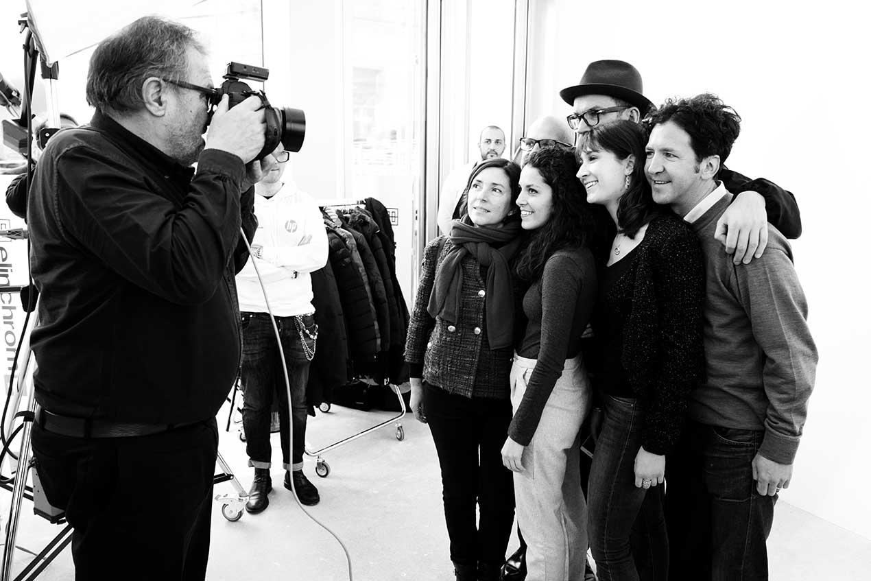 L'inaugurazione della mostra fotografica di Settimio Benedusi in via Vincenzo Capelli 2 a Milano