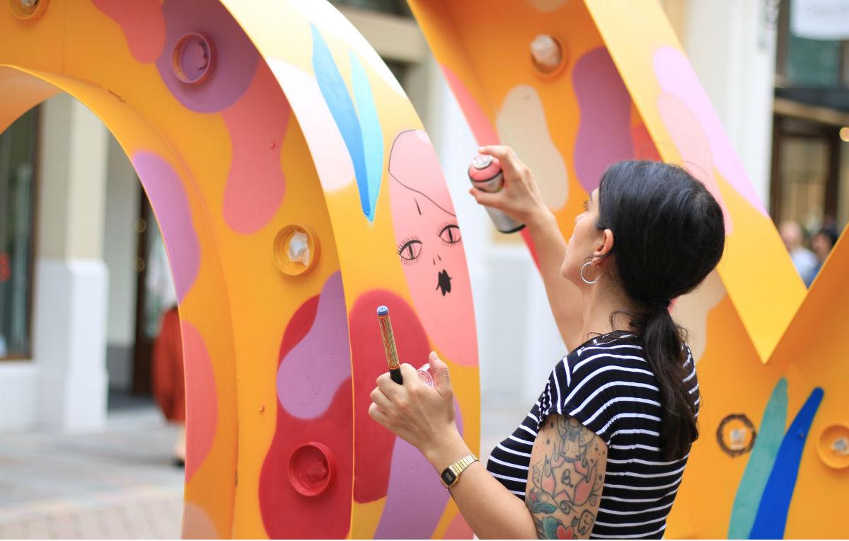 La Fille Bertha è uno dei 6 artisti conivolti da Just Cavalli per reinterpretare il logo del brand in chiave street art