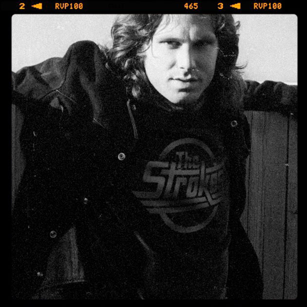 Jim Morrison che indossa una t-shirt 'The Strokes'?!? Si tratta di 'Reversed Music Icons', progetto del grafico brasiliano Butcher Billy che si è divertito a far indossare le tees delle più popolari rock band di oggi alle leggendarie rockstar che ne hanno influenzato indelebilmente carriera e ispirazione… | <a href='/musica/foto-musica/reversed-music-icons-che-ci-fa-john-lennon-con-la-t-shirt-degli-arctic-monkeys/'>Guarda la gallery</a>