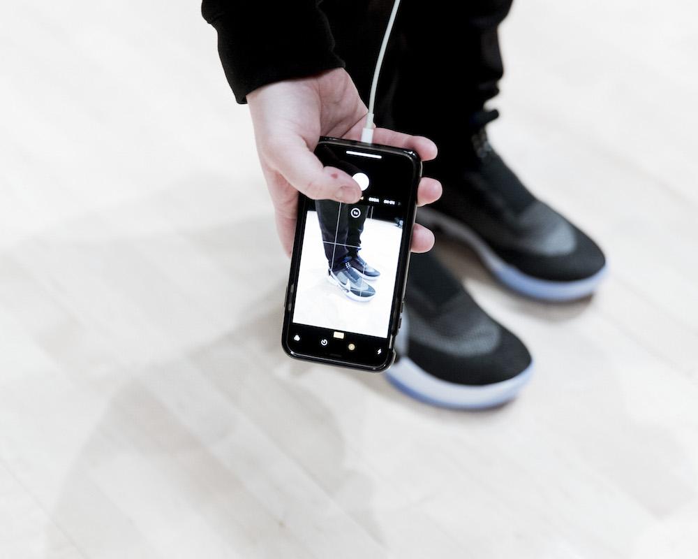 """Per anni tutte i brand di sneaker hanno cercato di trovare un modo per  eliminare le stringhe (avete visto tutte quelle scarpe """"a calzino"""" degli  ultimi anni 31e75d6655f"""