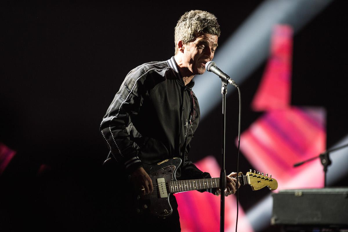 La performance di Noel Gallagher durante la sesta puntata di X Factor Italia