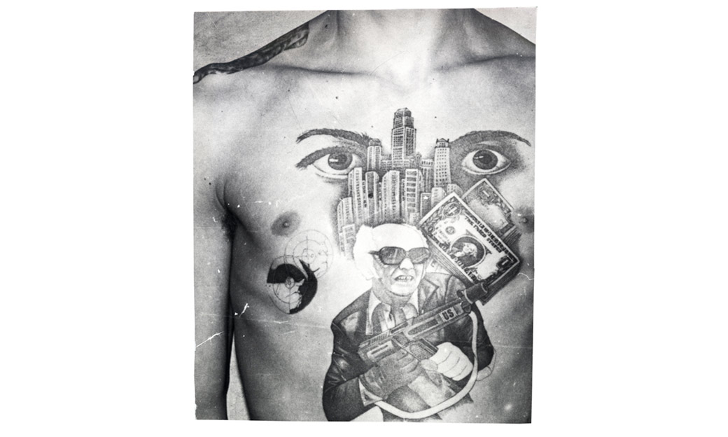 "<a href=""http://fuel-design.com/publishing/russian-criminal-tattoo-police-files"" target=""_blank"">Foto © Arkady Bronnikov / FUEL Publishing</a>"