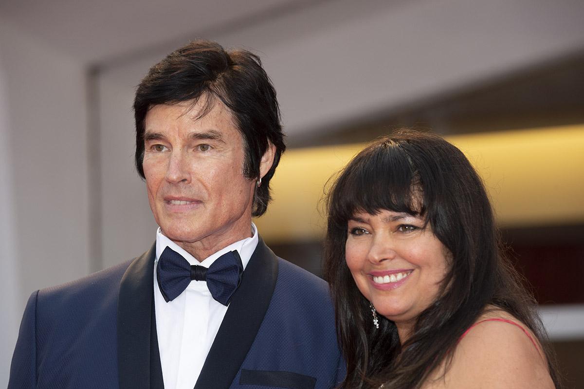 Ronn Moss con la moglie Devin