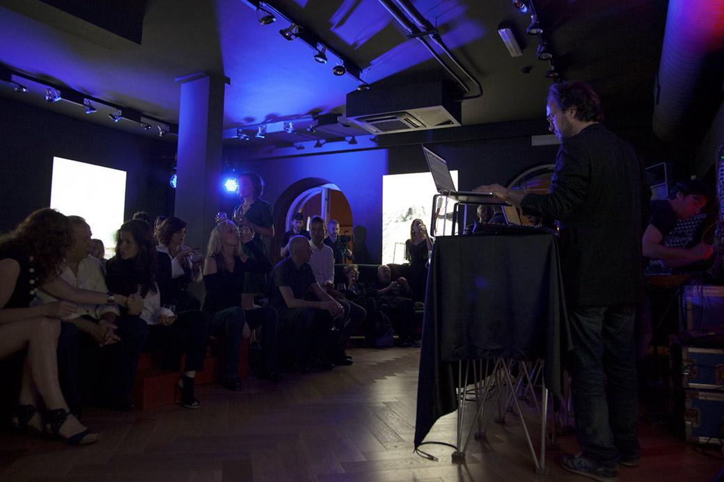 Voyager viaggio sonoro tra espressioni creative e for Consul performance