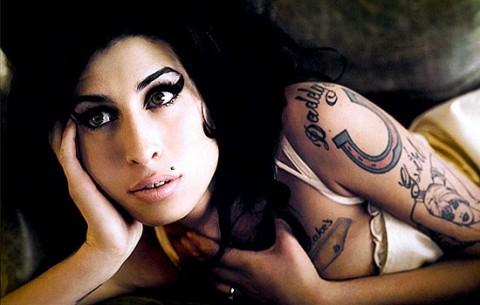"""Winehouse e Ronson, divisi dalla cover di """"Back to Black"""""""