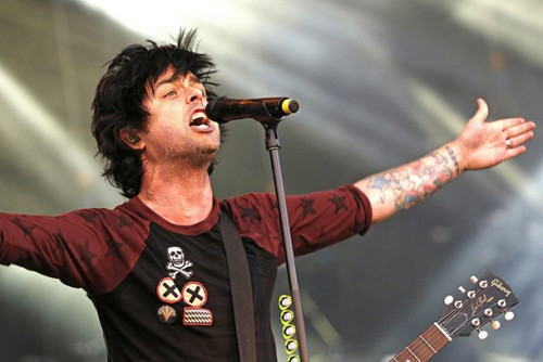 Come suona la nuova band di Billie Joe Armstrong?