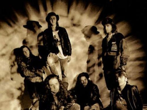 La band in uno scatto d'archivio della A&M Records - l'anno era il 1991...