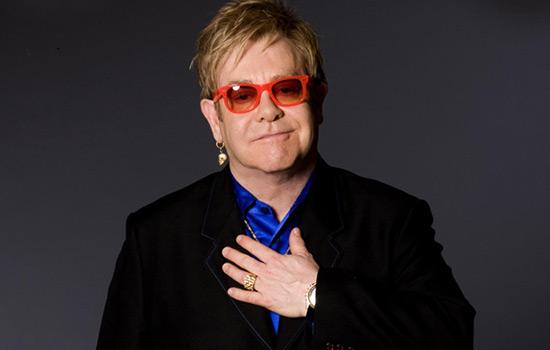 Un ritratto di Elton John, Foto via Mercury Records/Universal Music