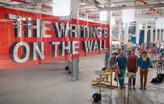 "OK Go e le allucinazioni visive di ""The Writing's on the Wall"""