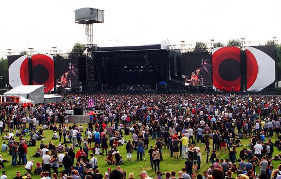 Il palco dei Pearl Jam a Milton Keynes, foto di Antonio Siringo