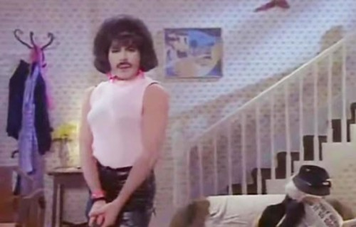 "Uno screenshot del video ""I Want to Break Free"" dei Queen"