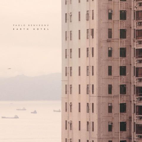"""La copertina di """"Earth Hotel"""""""