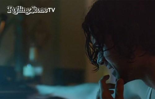 """Un frame del video """"Phantom Limb"""""""