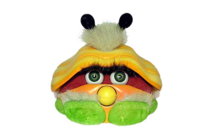 """Shelby - Il fratello meno fortunato di Furby  uscì nel 2001, ma non bissò il successo del suo predecessore. Nel frattempo la Hasbro sbancò con le versioni """"furbizzate""""di Gizmo, E.T. e Yoda."""