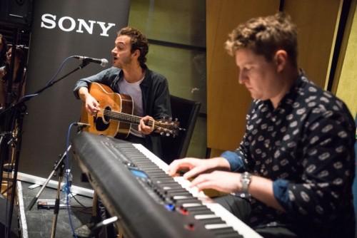 Gli Editors ai Metropolis Studios di Londra per il lancio di walkman e cuffie in hi-res Sony