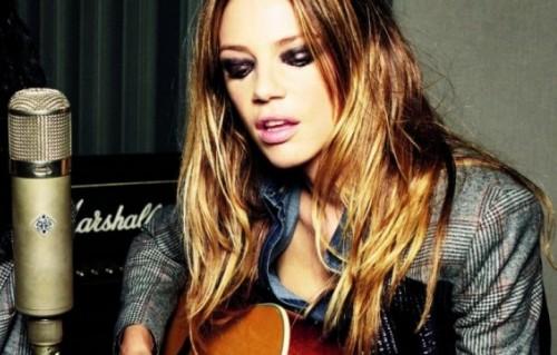 Gaia Trussardi ha un passato da rocker. Nel 2007 ha mollato il suo lavoro in azienda per cantare negli E'vacant (foto di Toni Thorimbert)