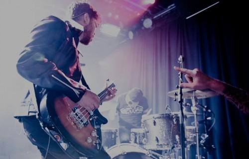 Il bassista Mike Kerr e il batterista Ben Thatcher, ovvero i Royal Blood