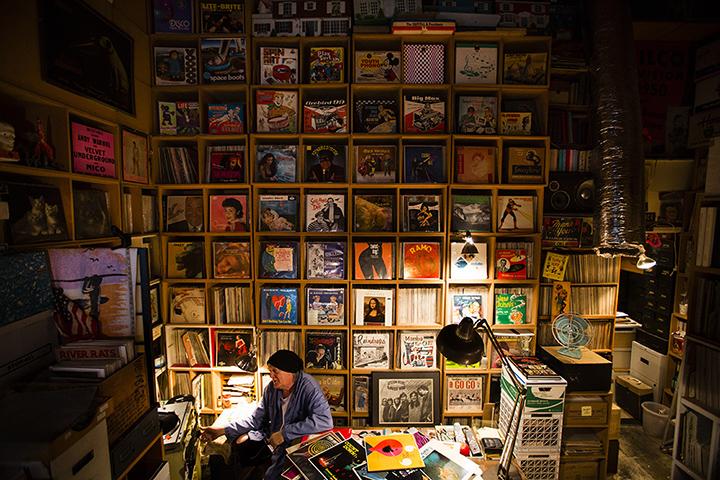 """""""La mia 'caverna culturale' è solo una porzione del mio archivio"""" parola di Michey McGowan - Foto di Eilon Paz"""
