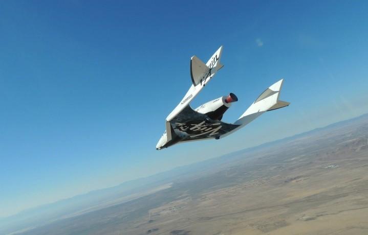 SpaceShipTwo durante un test sul deserto del Mojave (California) nel 2013