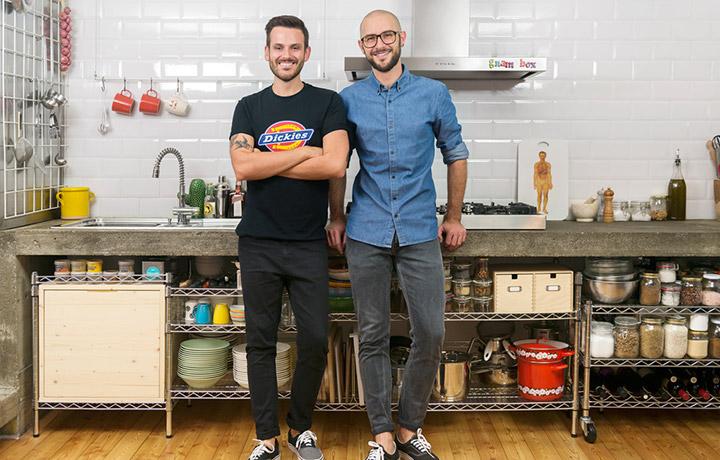 Stefano e Riccardo di Gnam Box nella loro cucina