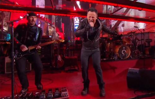 Bruce Springsteen e Chris Martin cantano con gli U2 al posto di Bono