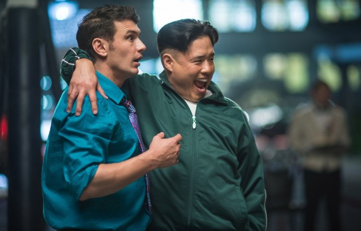 "Dave Skylark (James Franco) e il nordcoreano Kim Jong-un (Randall Park) in una delle scene di ""The Interview"""