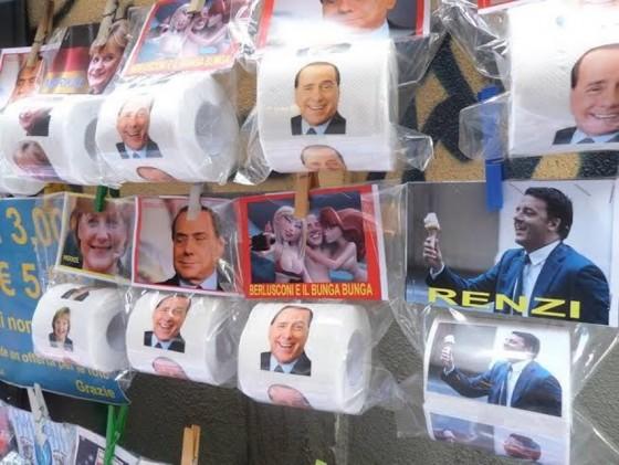 I rotoli di carta igienica sulle bancarelle romane (foto: napolitoday.it)