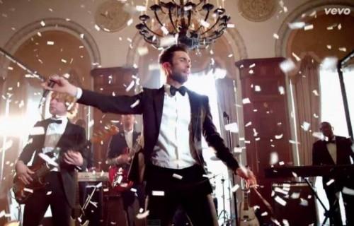 """I Maroon 5 nel video di """"Sugar"""""""