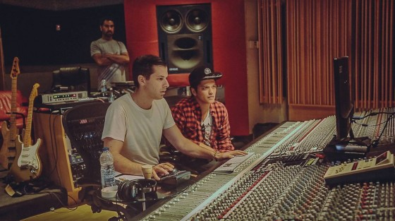 Mark Ronson in studio con Bruno Mars