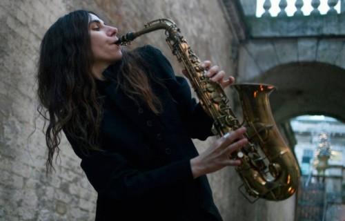 PJ Harvey, 45 anni, cantante, polistrumentista, scrittrice e poetessa inglese