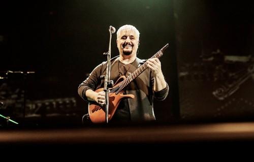 Pino Daniele durante uno dei suoi ultimi concerti, il 13 dicembre a Roma (foto: Giulia Razzauti)