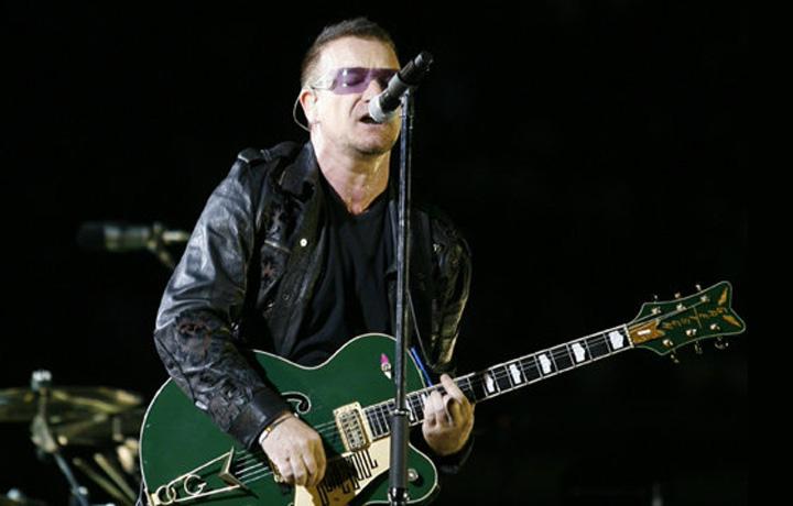 Bono suona la sua Gretsch G6136I Bono Irish Falcon