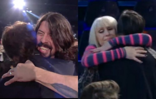Gli abbracci di Dave Grohl e di Raffaella Carrà (screenshot video)