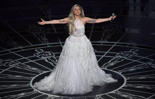 Un momento della performance di Lady Gaga agli Oscar 2015