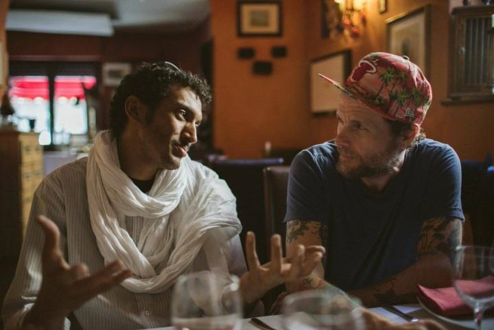 Lorenzo Cherubini in arte Jovanotti, con il cantante e chitarrista nigeriano Bombino, foto via Facebook
