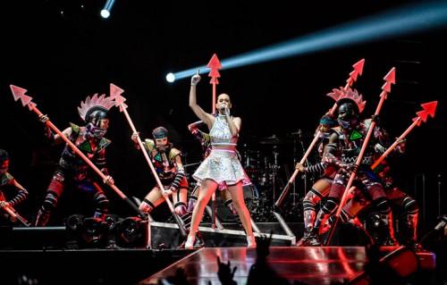 Le foto del concerto di Katy Perry al Forum di Assago, unica data italiana del 'Prismatic World Tour'