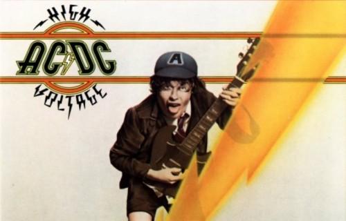 """La copertina di """"High Voltage"""" degli AC/DC, nella sua versione più famosa, quella ripubblicata nel '76"""