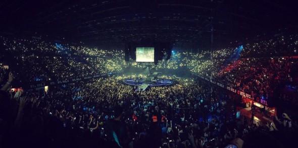 Il palco rotondo nella scenografia del Pop-Hoolista Tour, per un concerto a 360°
