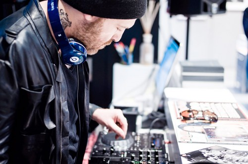 Jack Jaselli in veste di DJ alla presentazione di #LeicaRollingStone