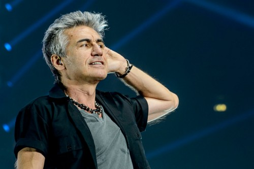 Ligabue sul palco dell'Assago Forum