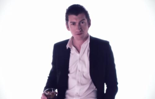 Alex Turner nel nuovo video dei Mini Mansions