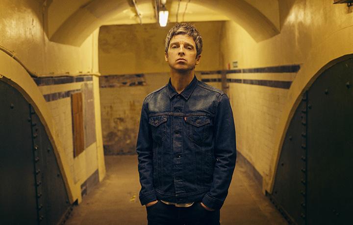 Noel Gallagher spara a zero sugli One Direction: «Sono dei succhiacazzi»
