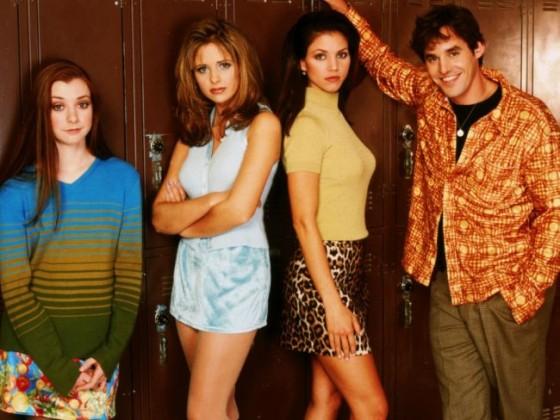 Foto promozionale della prima stagione. Da sinistra Willow, Buffy, Cordelia e Xander
